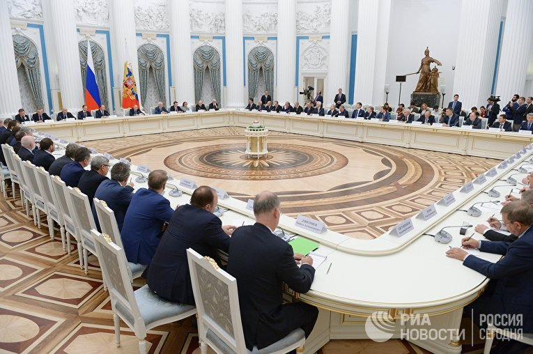 Президент РФ Владимир Путин проводит встречу в Кремле с представителями российских деловых кругов и объединений. 21 декабря 2017