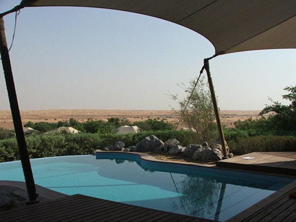Отель Al Maha Desert Resort: стилизованный под лагерь бедуинов