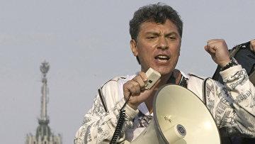 Борис Немцов на митинге оппозиции в Москве