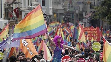 Гей-парад в центре Стамбула, 2013 год