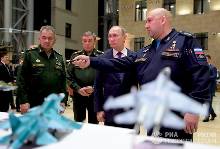 Президент РФ В. Путин посетил Национальный центр управления обороной РФ