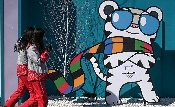 Волонтеры в Олимпийском парке Хвэнге в Пхенчхане