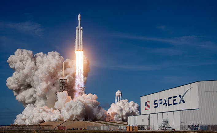 Ракета-носитель Falcon Heavy компании SpaceX успешно стартовала с мыса Канаверал