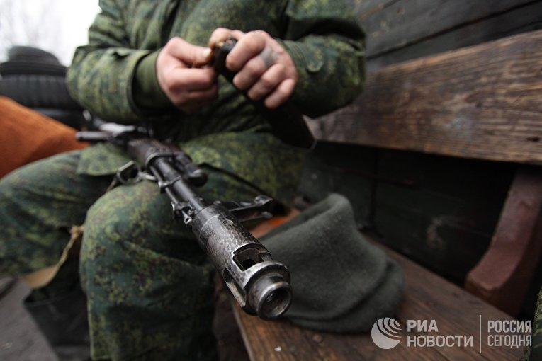 Военнослужащий армии ДНР на позиции