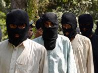 """Боевики ИГ (террористическая организация, запрещена в РФ) и движения """"Талибан"""" в полицейском отделении в Афганистане"""