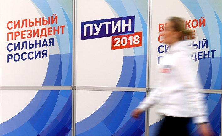 Волонтер регионального избирательного штаба действующего президента РФ Владимира Путина в Казани