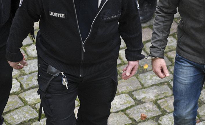 Мужчина под арестом