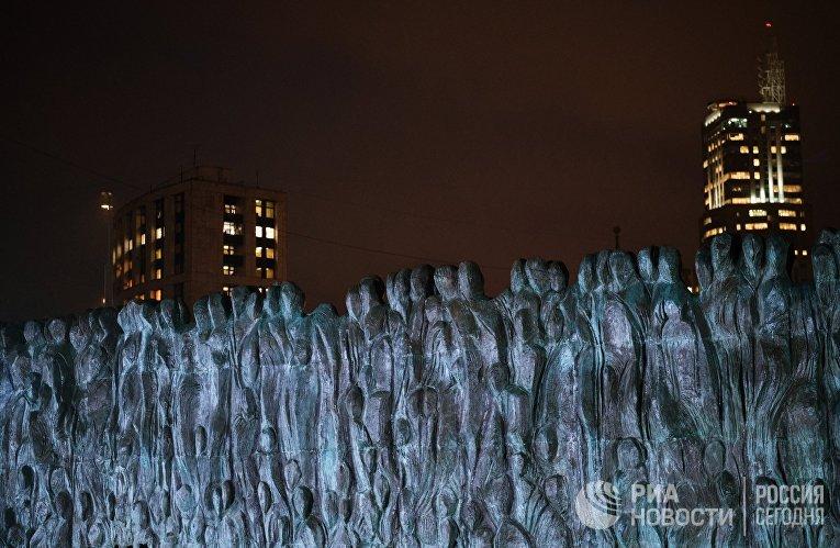 """Мемориал """"Стена скорби"""" в Москве, посвященный жертвам политических репрессий"""
