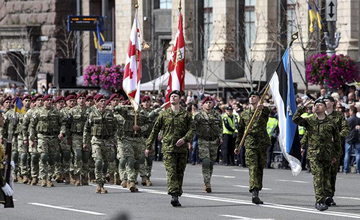 Военнослужащие стран НАТО на параде в честь Дня независимости в Киеве. 24 августа 2017