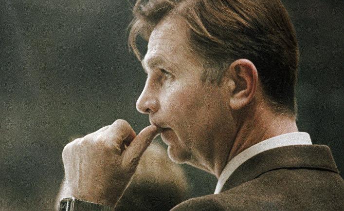 Старший тренер сборной команды СССР по хоккею Виктор Тихонов