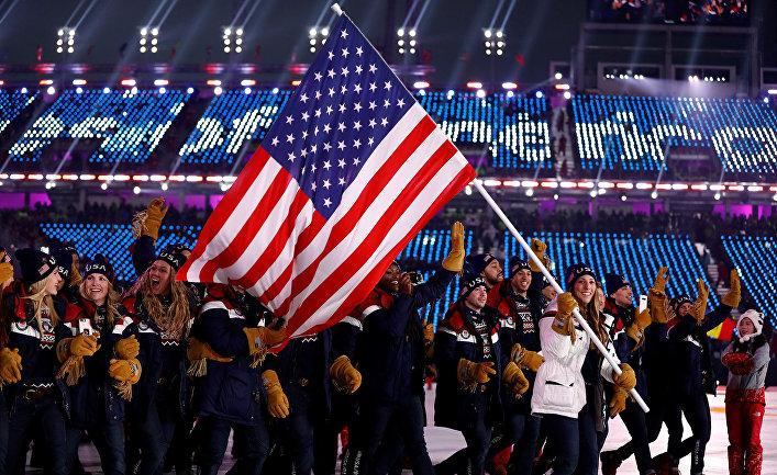 Спортсмены сборной США во время парада атлетов на церемонии открытия XXIII зимних Олимпийских игр