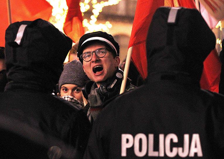 Акция протеста против закона о Холокосте в Варшаве, Польша