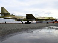 """Опытный образец самолета """"Ту-160М2"""" во время выкатки на Казанском авиационном заводе имени С.П. Горбунова. 16 ноября 2017"""