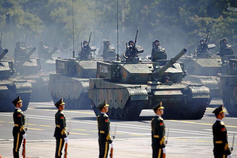 Парад на площади Тяньаньмэнь в Пекине, посвященный победе в Японо-китайской войне