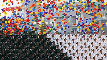 Окончание военного парада на площади Тяньаньмэнь в Пекине, посвященного победе в Японо-китайской войне