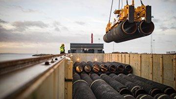 """Трубы для строительства газопровода """"Северный поток - 2"""" в порту Мукран, Германия"""