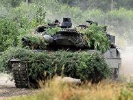 Танк «Леопард» во время учений на базе Вайскассель в Германии