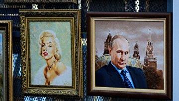 Портреты президента России Владимира Путина и Мэрилин Монро