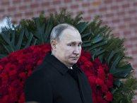 Президент РФ Владимир Путин на церемонии возложения венка к Могиле Неизвестного Солдата
