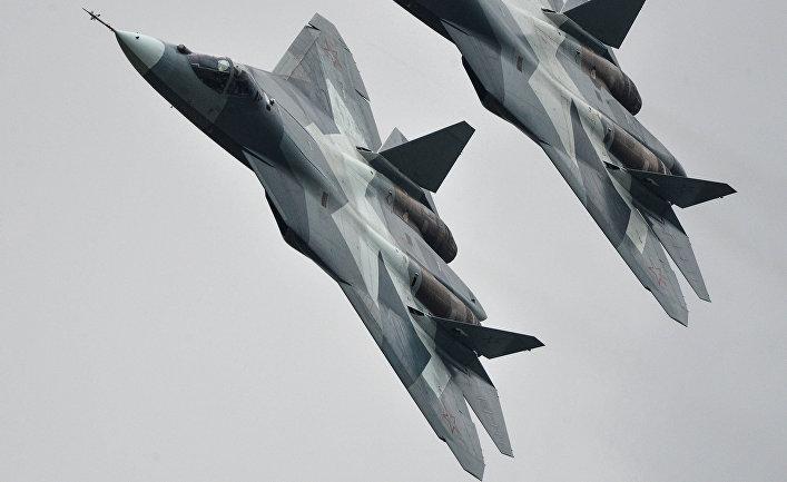 Истребители Т-50 на Международном авиационно-космическом салоне МАКС-2013 в Жуковском