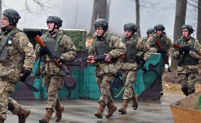 Украинские военнослужащие во время боевых учений на Яворовском полигоне в Львовской области