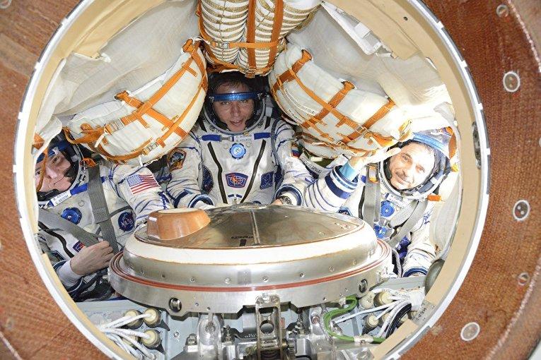 Американский астронавт Скотт Келли, российские космонавты Сергей Волков и Михаил Корниенко