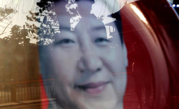 Портрет председателя КНР Си Цзиньпина в магазине сувениров в Пекине