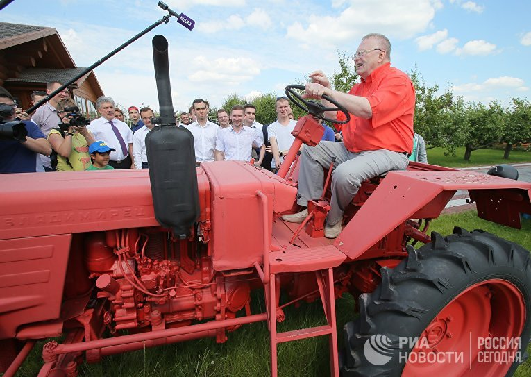 Лидер ЛДПР Владимир Жириновский посетил Совхоз им. Ленина