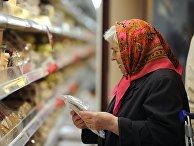 Покупатели в торговом зале логистического и торгового центра «МЕТРО Кэш энд Керри»