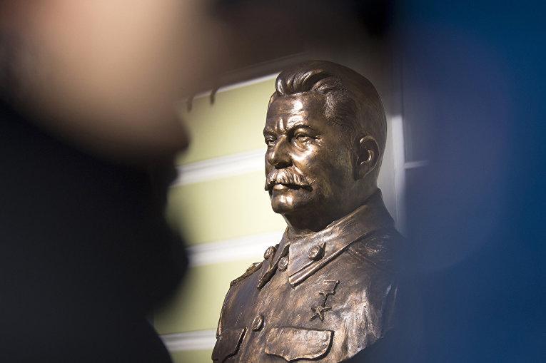 Бюст Сталина на «Аллее Правителей» ХХ века в Москве