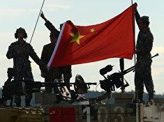 Экипаж танка армии КНР на полигоне Алабино в Московской области