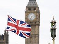 Флаг Великобритании на фоне Вестминстерского дворца в Лондоне