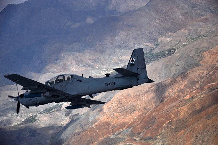 Штурмовик A-29 «Супер Тукано» пролетает над Афганистаном