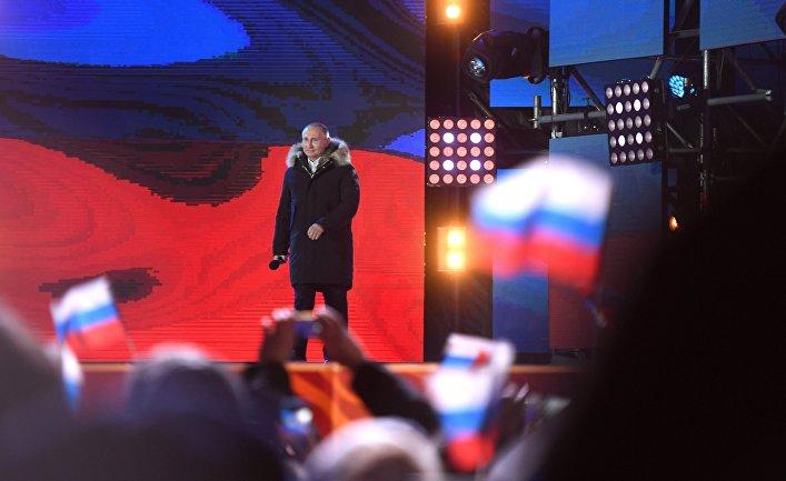 Владимир Путин во время митинга-концерта на Манежной площади в Москве