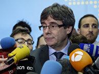 Экс-председатель каталонского правительства Карлес Пучдемон после встречи в Брюсселе со спикером парламента Каталонии Роже Торреном. 24 января 2018