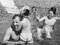Юрий Гагарин с женой Валентиной и дочерьми на отдыхе в Крыму