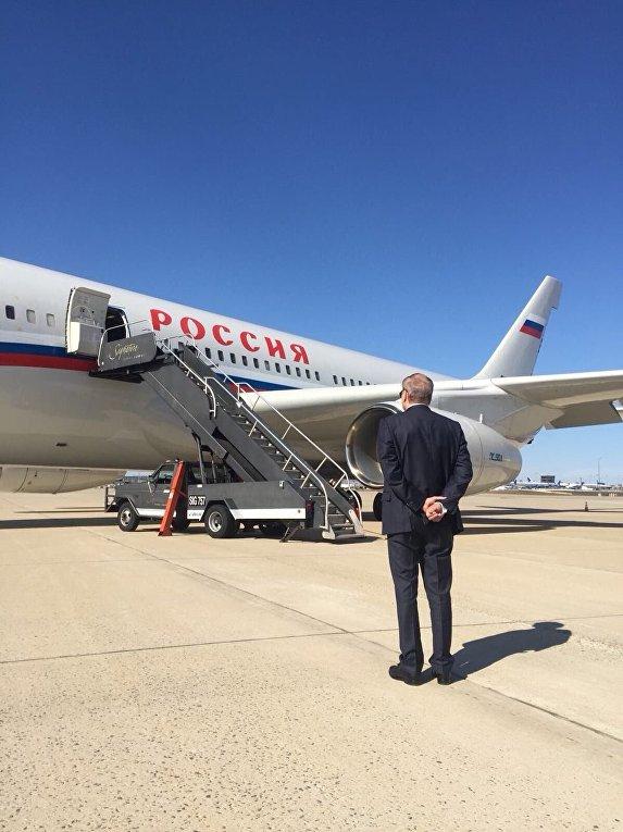 Посол России в США проводил коллег и членов их семей, которые покинули США по решению американской стороны. 31 марта 2018