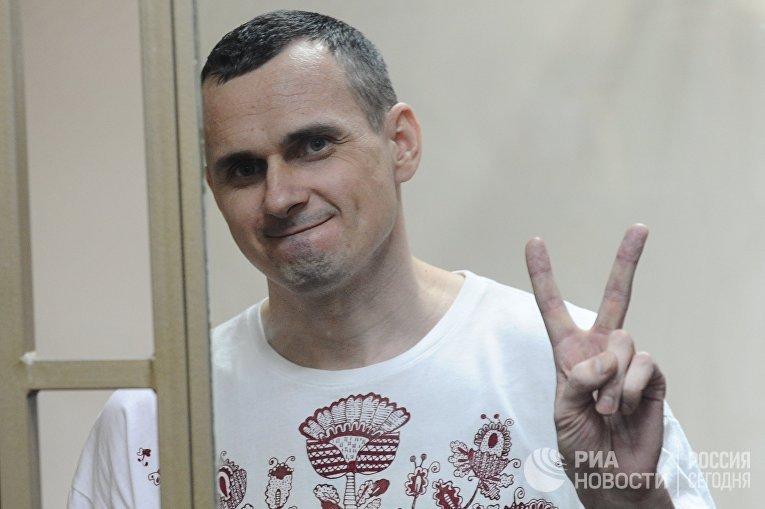 Режиссер Олег Сенцов, обвиняемый в создании террористического сообщества в Крыму и подготовке терактов. 25 мая 2015