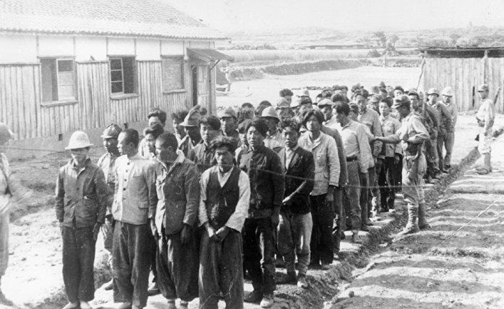 Заключенные, ожидающие допроса в Чеджудо (Ноябрь 1948 года)