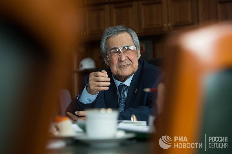 Губернатор Кемеровской области А.Тулеев