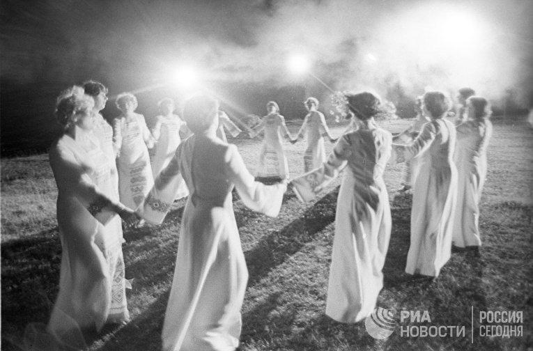 Хоровод на празднике Ивана Купалы