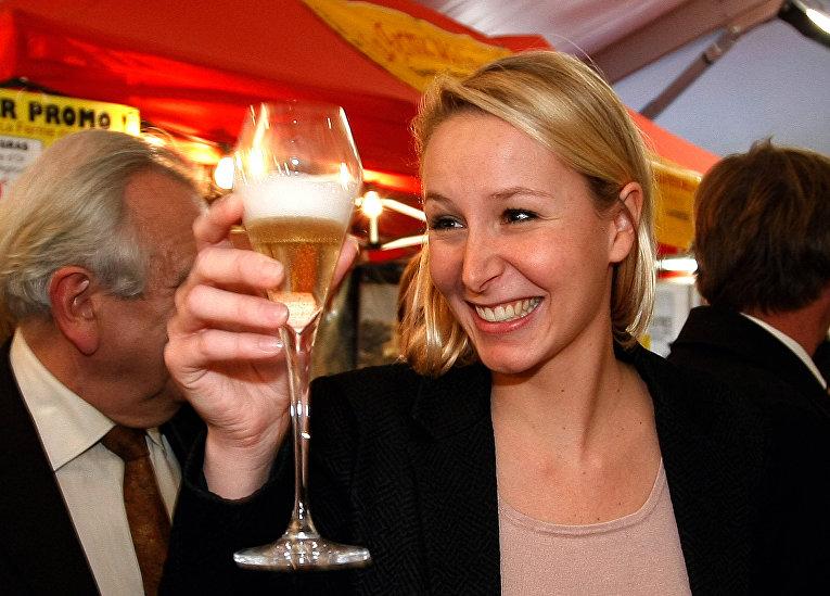 Марион Марешаль Ле Пен во время предвыборной кампании в Кавайоне