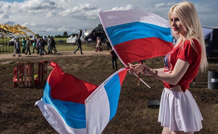 """Девушка на музыкальном фестивале """"Alfa Future People"""" в Нижегородской области."""