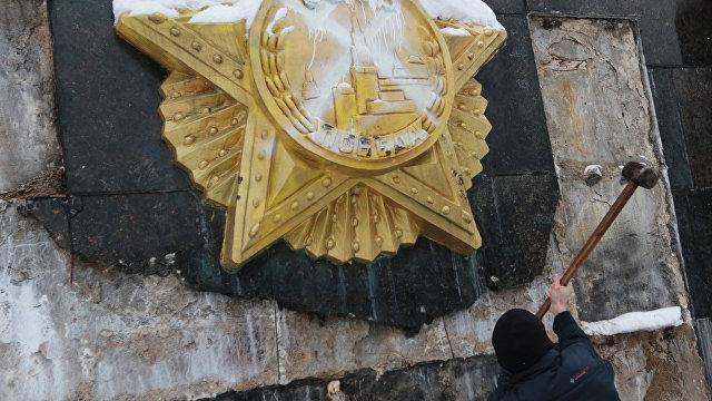 Страна (Украина): Самое примитивное, что можно сделать. Как и зачем во Львове сносят монумент советским воинам