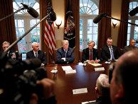 Президент США Дональд Трамп, вице-президент Майк Пенс и советник по национальной безопасности Джон Болтон на встрече с высшим военным руководством