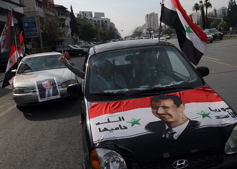 Сирийцы на проправительственном митинге в Дамаске