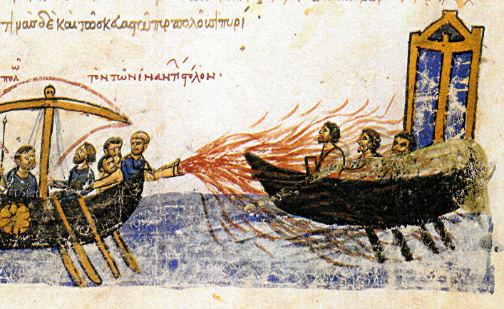 Византийский корабль применяет греческий огонь против вражеского судна