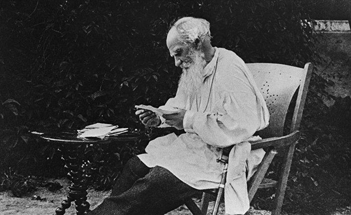 Русский писатель Лев Николаевич Толстой