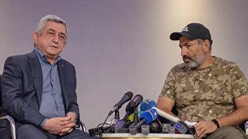 Премьер-министр Серж Саргсян (слева) и лидер протестного движения «Мой шаг» Никол Пашинян