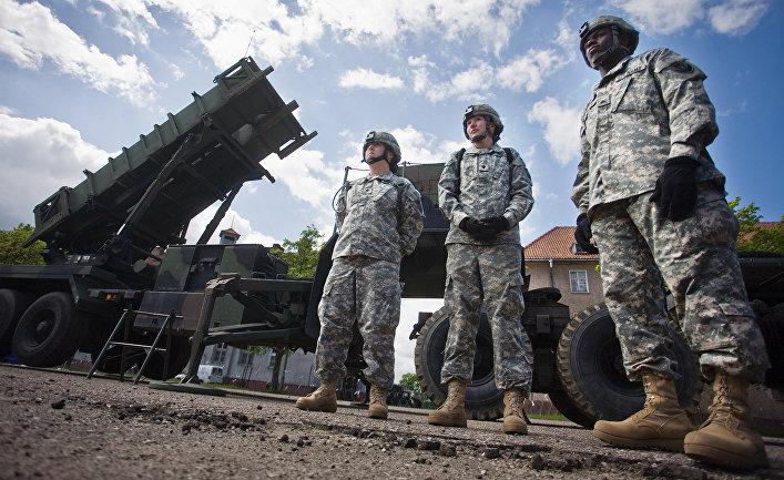 Американские солдаты у противоракетного комплекса «Пэтриот» в Польше